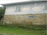Двуетажна къща с голям двор в Дряновския Балкан