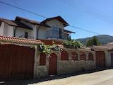 Еднофамилна двуетажна къща близо до Боровец