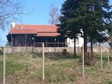 Заведение на брега на язовир в село на 18 км от Велико Търново