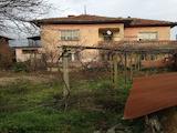 Масивна двуетажна къща с голям двор на 10 км от гр. Ловеч