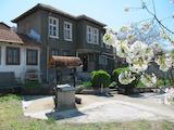 Ремонтирана двуетажна къща и градина на 9 км от Пловдив