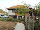 Готова за обитаване къща в малък град в Еленския Балкан