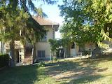 Масивна двуетажна къща с гараж в село до град Плевен