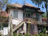 Стара двуетажна къща с двор на 39 км от Велико Търново