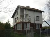 Семейна къща с двор в село Капитановци