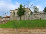 Едноетажна къща с двор в село на 11 км от Елхово