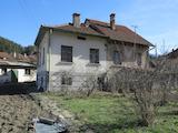 Двуетажна къща с двор в Рила планина