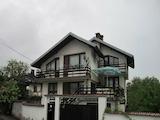 Двуетажна и напълно обзаведена къща с гараж в Троянския Балкан