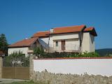 Двуетажна къща на 10 км от Слънчев бряг