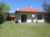 Едноетажно бунгало с двор на 20 км от град Велико Търново