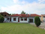 Реновирана едноетажна къща в село на 45 км от Велико Търново