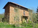 Къща с двор на два етажа близо до Враца