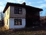Автентична двуетажна къща с веранда на 10 км от град Габрово