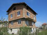 Триетажна къща на груб строеж в град Костинброд