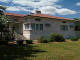 Напълно ремонтирана и обзаведена къща на 11 км от гр. Севлиево