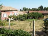 Едноетажна обзаведена къща с гараж в село на 27 км от Велико Търново