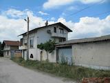 Триетажна къща в село на 7 км от Пазарджик