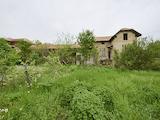 Селски имот с голям двор на 25 км от град Павликени
