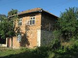 Двуетажна къща с голям двор на 55 км от Велико Търново