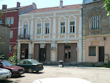 Solid building with offices and shops in the center of Vidin