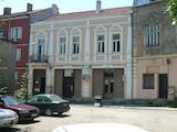 Масивна сграда с офиси и магазини в центъра на Видин