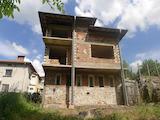 Триетажна къща-мезонет на етап груб строеж в гр. Смолян