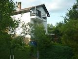 Уютна и обзаведена триетажна вила на 15 км от Велико Търново