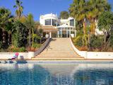 "Прекрасна вила ""Beverly Hills"" с голям двор и басейн"