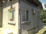 Уютна едноетажна къща с двор и лозе в Генерал Тошево
