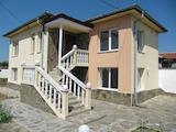 Реставрирана къща с двор и гараж на 14 км от Пловдив