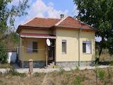 Две къщи в един имот, между Раднево и Гълъбово