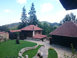 Планинско имение с много земя и къщи само на 25 км от град Трявна