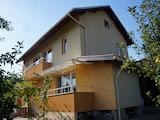 Хубава къща с голям двор на 40 км от София