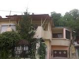 Масивна двуетажна къща с двор и гараж в град Велико Търново