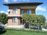 Двуетажна вила в село на 14 км от Видин