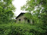 Mасивна вила с голям двор в околностите на град Севлиево