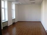 Просторен офис в административна сграда в топ центъра на София