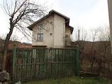 Триетажна къща с гараж на 25 км от Велико Търново