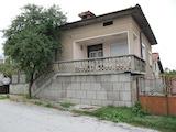 Двуетажна къща с двор в полите на Родопите