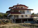 Красивый трехэтажный дом в с. Кранево