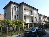 Триетажна къща с три гаража в тих квартал на Видин