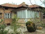 Масивна едноетажна къща в село на 50 км от Велико Търново