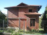 Триетажана къща за довършване в село Рударци