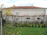 Двуетажна къща близнак с двор до минерален извор
