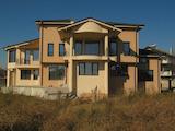 Хубава двуетажна къща в село на 5 км от Пловдив