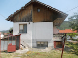 Kокетна вила с двор и гараж близо до Троянския манастир