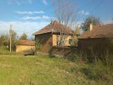 Eдноетажна къща в края на село на 50 км от Велико Търново