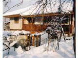 Триетажна къща с двор и гараж в квартал на гр. Габрово