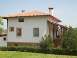 Екологична двуетажна къща с тавански етаж, веранда и гараж