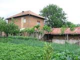 Селски имот с двор само на 35 км от Велико Търново